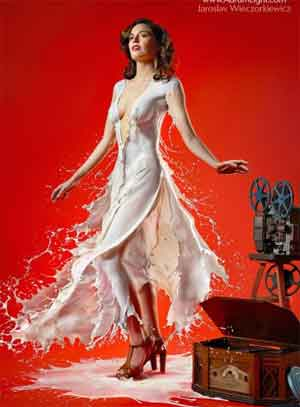 摄影师用真实牛奶泼出的性感女郎作品