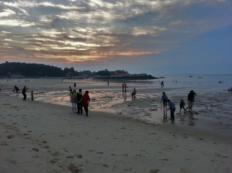 漫步海滩(摄影:老牛)