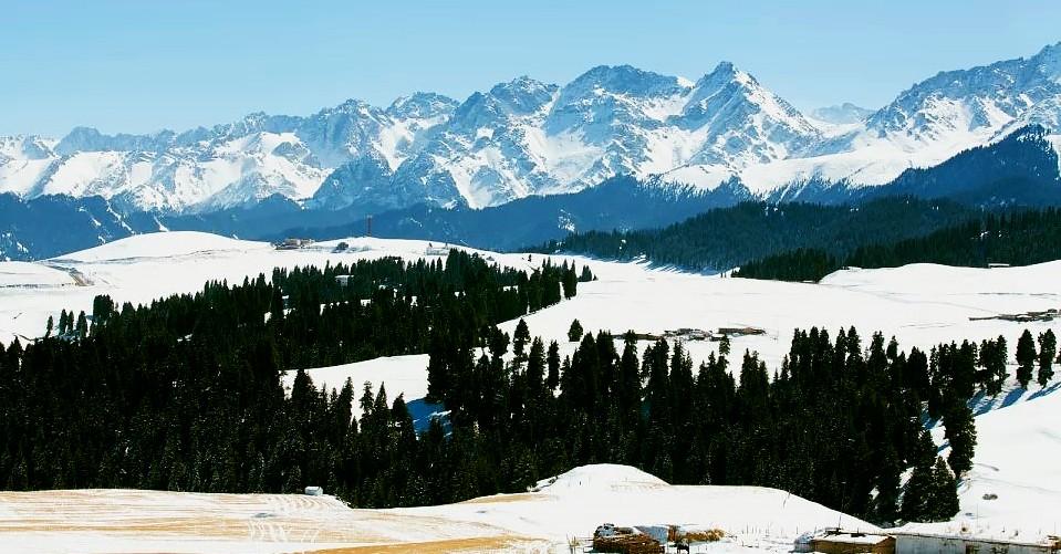 新疆雪山风景