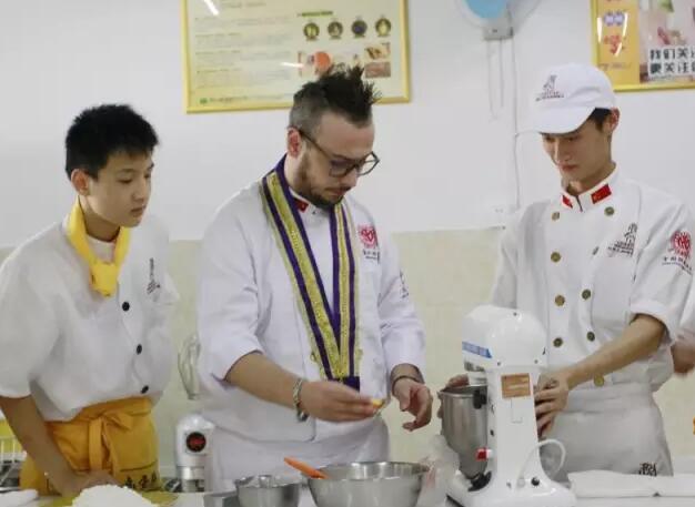 深圳西点烘焙糕点培训,面包培训学校,披萨