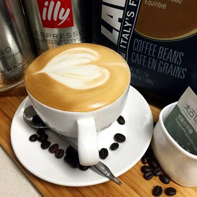 热卡布奇诺咖啡