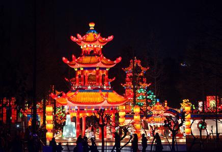 新春佳节:国际熊猫灯会彰显成都文化内涵