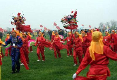 潍坊三月三 风筝飞满天 万人风筝齐放飞