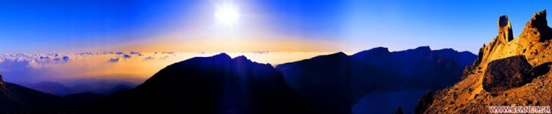 川大风景黑白照片