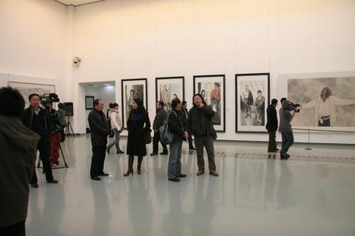 敦煌临摹作品在上海民博会引人关注