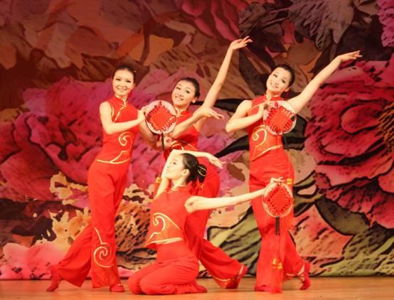 """民族风采的同时,展现当代中国""""向真,向善,向美,向上""""的精神风貌."""