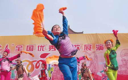 胶州秧歌节在《舞起来》的旋律中开幕