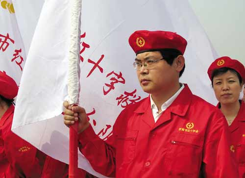 """全国各地在""""世界红十字日""""举行系列公益活动"""