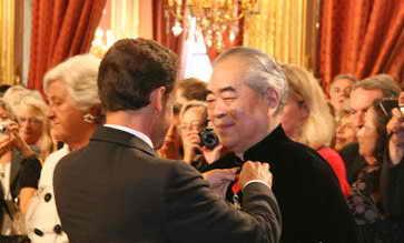 范曾在法国再获勋章 法国总统萨科齐授勋