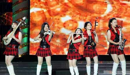 华西村举办村庆文艺晚会 见证50周年的辉煌。