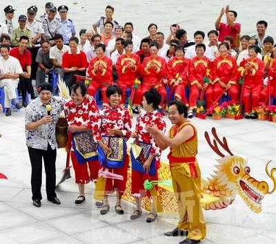 中国龙舟蟹城开赛 规模在全国最大