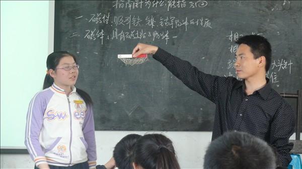 淋川中学举办团队发展共同体学校(九校)科学英语教研活动之科学