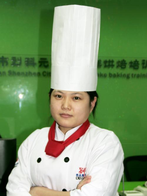 刘科元西点蛋糕烘焙培训学校蛋糕教研部:毕娇娇老师
