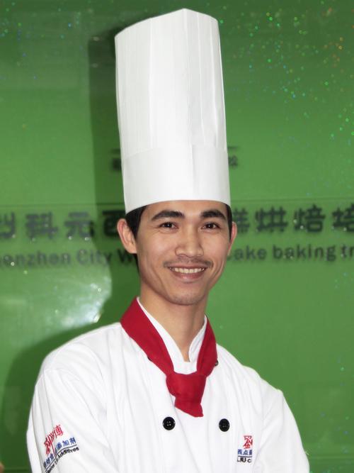 刘科元西点蛋糕烘焙培训学校蛋糕教研部陈宏志老师