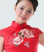 牡丹俏丽人.大红精致绣花新娘旗袍