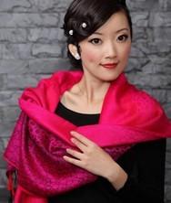 巧之韵女士保暖围巾玫红色 羊毛流苏秋冬新款披肩