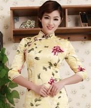 巧之韵 凤凰墨 中式新古典时尚重磅真丝旗袍 嫩黄真丝复古旗袍 日常生活妆旗袍