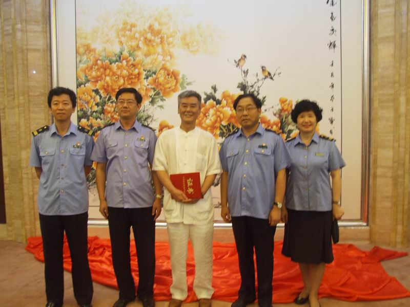 墨林向郑州火车站捐赠巨幅牡丹作品