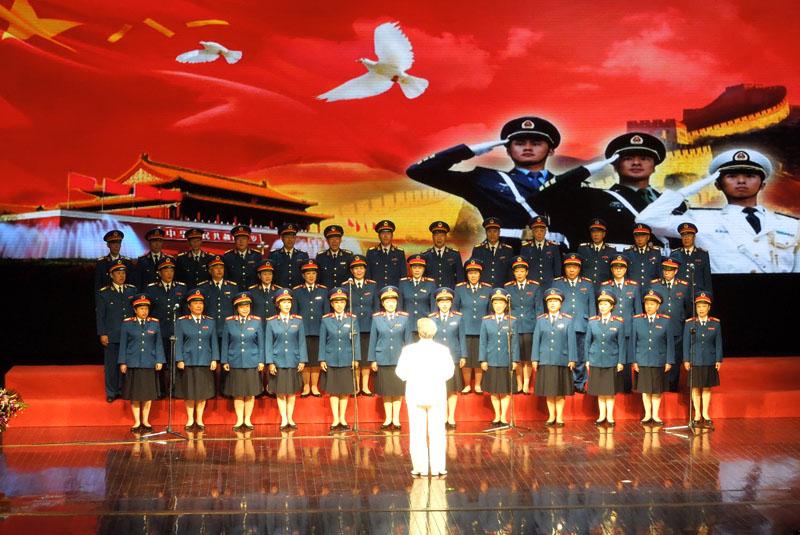著名画家陈清泉应邀出席八一建军节