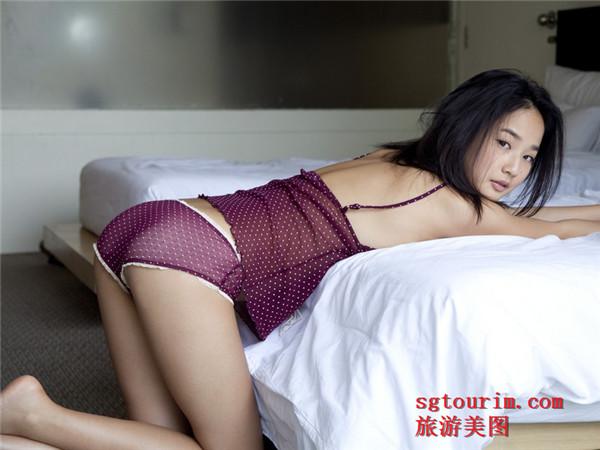 日本美少女高�胂惴�床上性感人体艺术