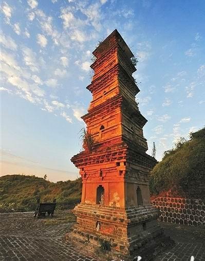 云龙寺塔。