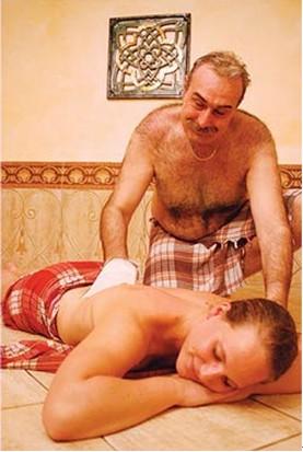 土耳其婚俗礼仪-浴池里选新娘 男女共浴