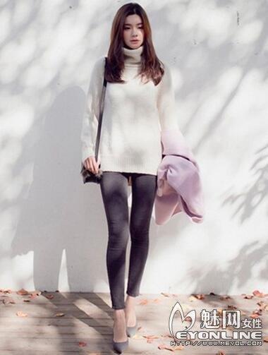 白色毛衣搭配紧身裤 是清新淑女还是文艺女神?