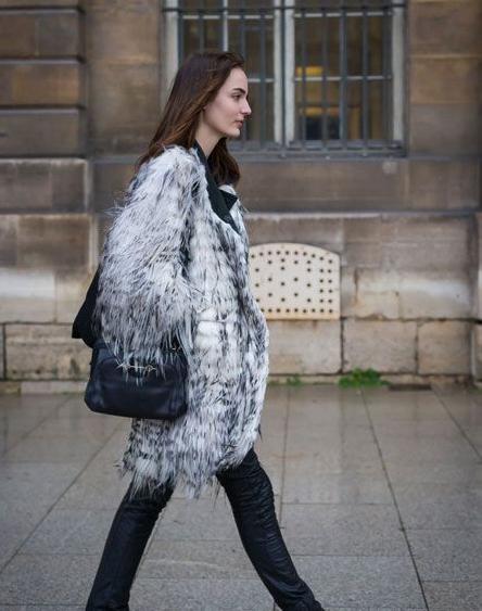 寒冬时尚街拍 长长的皮草奢华大气 暖意融融