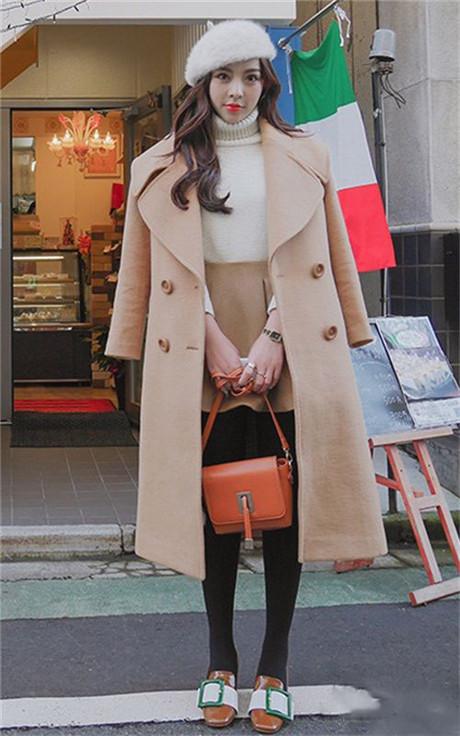 驼色毛呢外套的时尚搭配 款式简洁 气质优雅