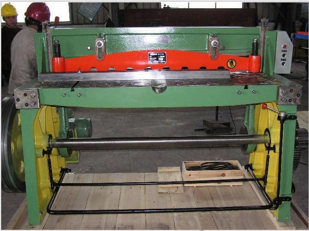 中意新型电动摆式剪板机